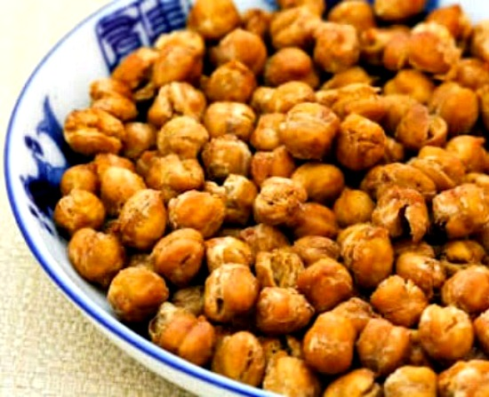 Roasted Chickpeas with Moroccan Spices found on KalynsKitchen.com